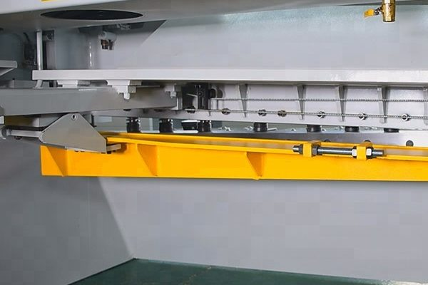 CNC Guillotine Plate Steel Metal Shearing Machine back look