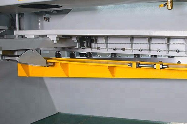 CNC Guillotine Plate Steel Metal Shearing Machine back look