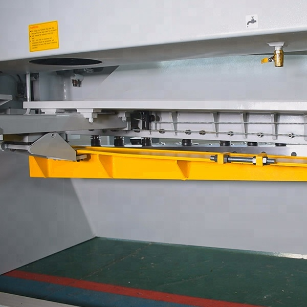 CNC Guillotine Plate Shears back look